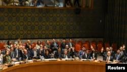 سلامتی کونسل کے رکن ملکوں کے سفیر پیر کی شب ہونے والے اجلاس میں شمالی کوریا کے خلاف قرارداد کے حق میں ہاتھ اٹھا کر ووٹ دے رہے ہیں