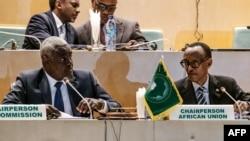 Moussa Faki, mokambi umukuru wa Komisiyo y'ubumwe bwa Afrika, ibubamfu bwa perezida Paul Kagame, umukuru w'ubumwe ba Afrika, Addis Abeba, Ethiopiya, italiti 17/01/2019.