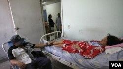 Se ha dado el caso de pacientes que cuando ingresan en los hospitales de la isla tienen que llevar hasta la sábana para vestir la cama.