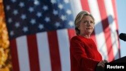 克林顿11月7号在宾西法尼亚州匹兹堡市