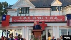 新任美国在台协会主席莫健在双橡园庆祝中华民国105年国庆仪式致词 (美国之音钟辰芳拍摄)