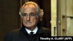 Bernard Madoff, penipu skema Ponzi terbesar dalam sejarah, ketika diadili di New York tahun 2009 (foto: dok).