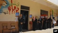 利比亞國民議會7月7日民主選舉結束﹐圖為選民在排隊投票情形