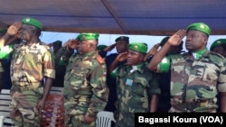 Les éléments de la MISCA, la force de l'Union Africaine en Centrafrique lors de la cérémonie leur rendant hommage le 13 septembre 2014 au camp Mpoko de Bangui, (VOA/Bagassi Koura).