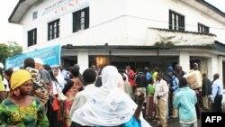 Dân chúng chờ nhận thẻ cử tri ở, Goma, CHDC Congo, ngày 25 tháng 11, 2011