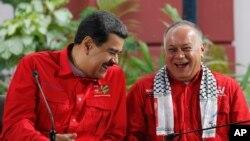 """Las sanciones del Departamento del Tesoro de EE.UU. contra personas catalogadas en muchos casos de """"cómplices"""" de Nicolás Maduro, suelen congelar todos los bienes y activos que poseen en EE.UU. y prohíben a estadounidenses negociar con ellos."""