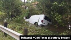 La police du comté d'Harris a retrouvé ce fourgon avec les corps sans vie de 6 membres d'une famille à bord, à Houston, Texas, 30 août 2017. (Twitter/@HCSOTexas)