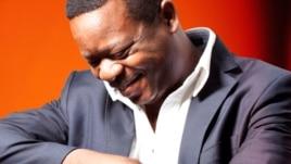 """Capa do CD """"Massone"""" do músico moçambicano Carlos Gove"""