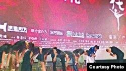 VOA连线(郝建):冯小刚《芳华》上映,为何争议不断?