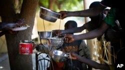 Distribution de nourriture à Gao, au nord du Mali, le 8 février 2013.
