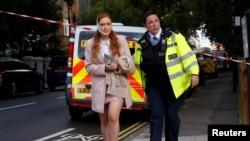 یک زن مجروح بعد از انفجار بمب در متروی لندن