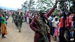 Tentara Kongo disambut warga di Bunagana, dekat perbatasan Uganda. (Foto: Dok)