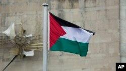 Cờ Palestine tung bay lần đầu tiên bên ngoài trụ sở Liên hiệp quốc ở New York, ngày 30/9/2015.