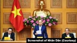 Thủ tướng Nguyễn Xuân Phúc tại một cuộc họp của chính phủ tại Hà Nội hồi tháng 1/2020.