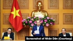 Thủ tướng Nguyễn Xuân Phúc tại cuộc họp của Tiểu ban Kinh tế Xã hội ở Trụ sở Chính phủ tại Hà Nội hôm 16/1/2020.