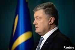 Ukrajinski predsednik Petro Porošenko obrćaa se naciji posle odluke ruskih vlasti da ubrzaju proces davanja državljanstva za Ukrajince koji žive u istočnim delovima zemlje pod kontrolom separatista koje podržava Rusija, 24. aprila 2019.
