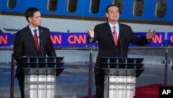 Marco Rubio, izquierda, apela por la seguridad en la frontera mientras Ted Cruz aprueba una reforma migratoria con camino a la ciudadanía.