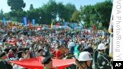 南加州华人在庆十 一会场外要求中共向人民道歉
