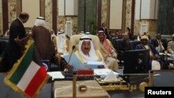 Emir Sheikh Sabah al-Ahmad Al-Sabah ແຫ່ງຄູເວດອ່ານ ຖະແຫຼງການຕໍ່ກອງປະຊຸມສຸດຍອດ ສັນນິບາດອາຣັບທີ່ກຸງແບກແດ໊ດ. ວັນທີ 29 ມີນາ 2012.