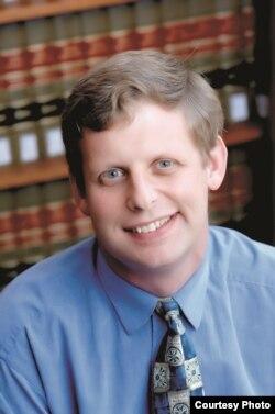 加州大学洛杉矶分校的法学教授尤金•沃洛克
