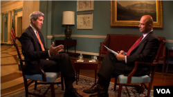 Secretary of State Kerry talks with VOA's Masood Farivar at the U.S. State Department.