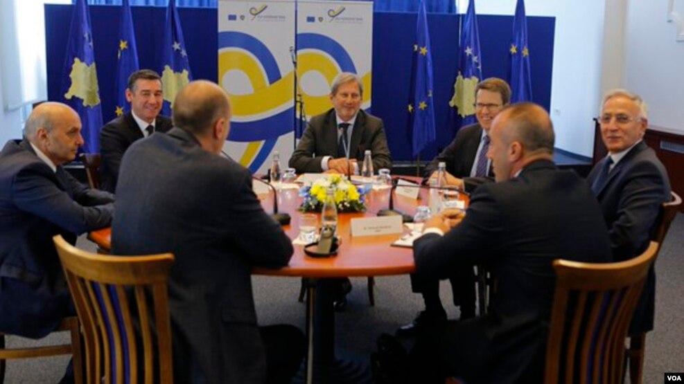 Hahn: Jo liberalizim vizash pa shënimin e kufirit me Malin e Zi