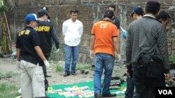 Tim Forensik Mabes Polri menggerebek kembali dua lokasi tempat penangkapan teroris di Solo (27/10).
