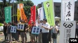台灣公民團體就兩岸協議召開記者會。(美國之音張永泰拍攝)