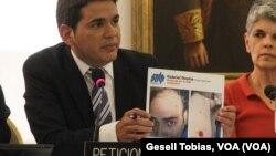 Marco Ruiz, del Sindicato de Trabajadores de la Prensa de Venezuela, mostró imágenes que muestran el maltrato que reciben los periodistas por parte de la fuerza policial en Venezuela.