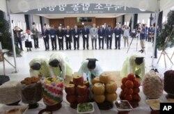 추석 명절을 앞두고 11일 한국의 이산가족과 실향민들이 서울 종로구 이북5도청에서 이북부조 합동 망향제를 했다.