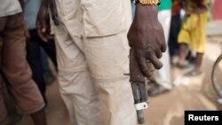 Un membre de l'armée anti-Balaka à Bocaranga, en Centrafrique, le 28 avril 2017.