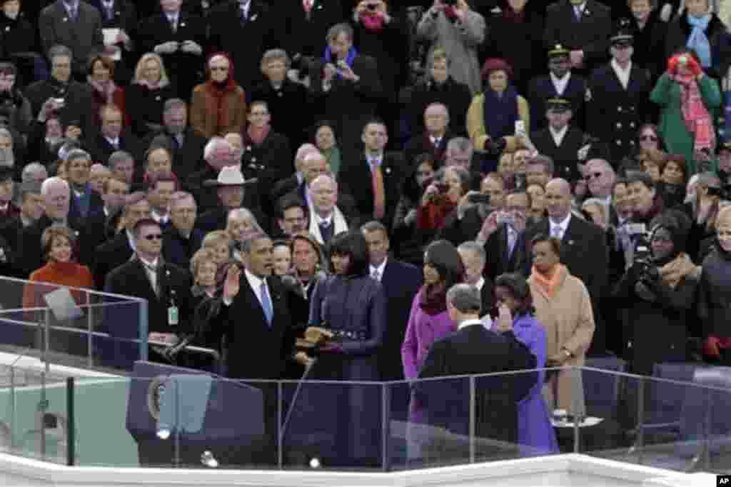 صدر اوباما کا دوسری مدت صدارت کے لیے حلف اٹھا نے کے مناظر ۔ ۔