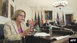 Dân biểu Ileana Ros-Lehtinen nói nhiều chính phủ tiền nhiệm đã không lắng nghe lời kêu gọi liên kết viện trợ kinh tế, quân sự với thành tích tôn trọng nhân quyền
