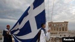 Ekonomik krizle sarsılan ve siyasi açıdan da istikrarı yakalayamayan Yunanistan, beşinci kez AB dönem başkanlığı koltuğuna oturuyor.