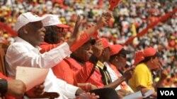 José Eduardo dos Santos no comício de encerramento da campanha eleitoral de 2012, no estádio 11 de Novembro, em Luanda (MPLA)