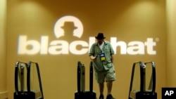 Hackers y personal de seguridad digital asisten normalmente a la conferencia anual Black Hat que se desarrolla en Las Vegas.