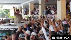Prabowo disambut meriah ribuan pendukungnya di Yogyakarta, Rabu, 27 Februari 2019. (Foto: VOA/Nurhadi).