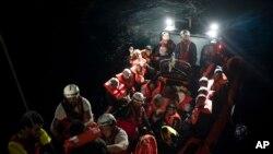 بسیاری از مهاجران توسط کشتی و یا قایق های کوچک تلاش کرده اند با عبور از بحیرۀ مدیترانه خود را به اروپا برسانند