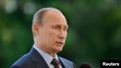 Russian President Vladimir Putin speaks at a news conference at the presidential summer residence Kultaranta in Naantali, June 25, 2013.
