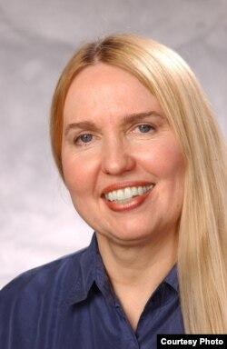 密苏里大学新闻兼法学教授桑迪·戴维森(Sandy Davidson)