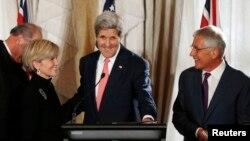 Avstraliya Tashqi ishlar vaziri Juli Bishop, AQSh Davlat kotibi Jon Kerri va Amerika Mudofaa vaziri Chak Xeygl Sidneydagi uchrashuv paytida. 12-avgust, 2014-yil.