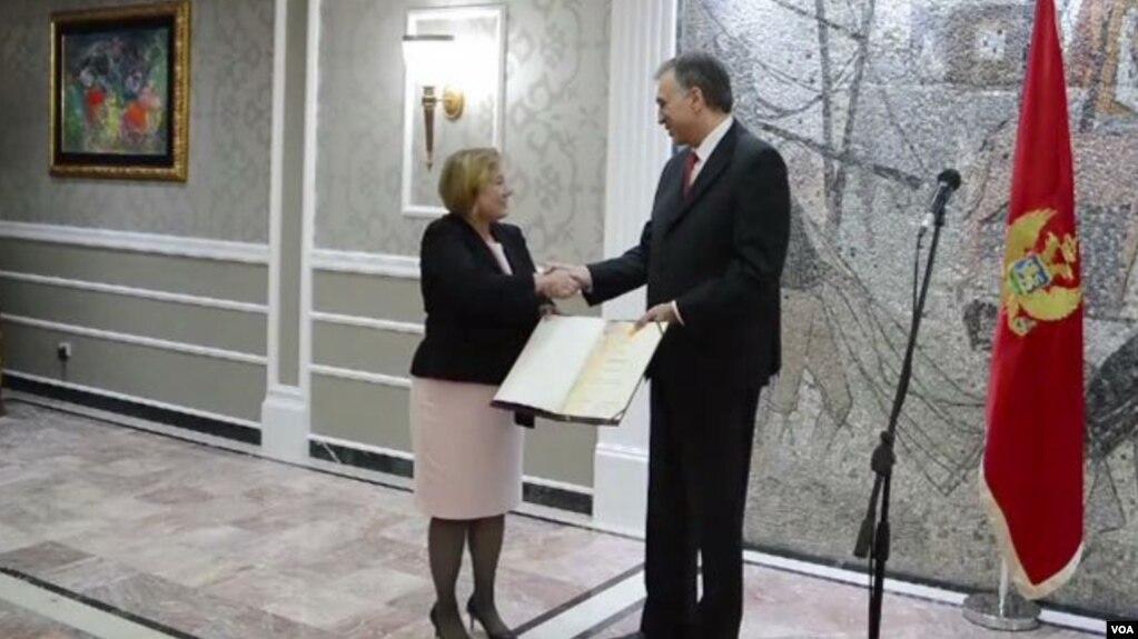 Presidenti i Malit të Zi nderon Zërin e Amerikës