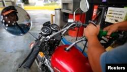 委内瑞拉加拉加斯的一个加油站。(资料照片)