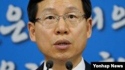 김의도 한국 통일부 대변인이 24일 정부서울청사에서 새로 발간한 통일백서에 대해 브리핑하고 있다.