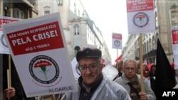 Giới hưu trí tuần hành trong thủ đô Lisbon, Bồ Đào Nga phản đối biện pháp cắt giảm ngân sách