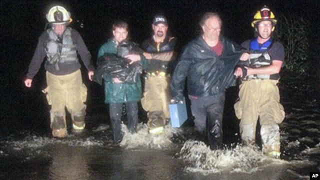 Rescue personnel bring stranded residents to shore in Montpelier, Vermont, August 28, 2011