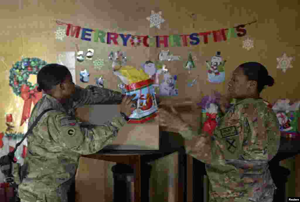 U.S. troops from the Nato-led International Security Assistance Force prepare gifts during Christmas celebrations in Kabul, Dec. 25, 2013.