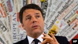 22일 마테오 렌치 이탈리아 총리가 로마의 외신기자협회에서 기자회견을 하고 있다.