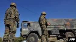 KFOR-i fillon aksionin për zhbllokimin e rrugëve në veriun e Kosovës