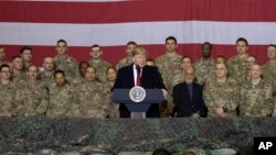 Le président Donald Trump s'adresse aux militaires lors d'une visite surprise en Afghanistan, le jeudi 28 novembre 2019 (Photo AP / Alex Brandon)